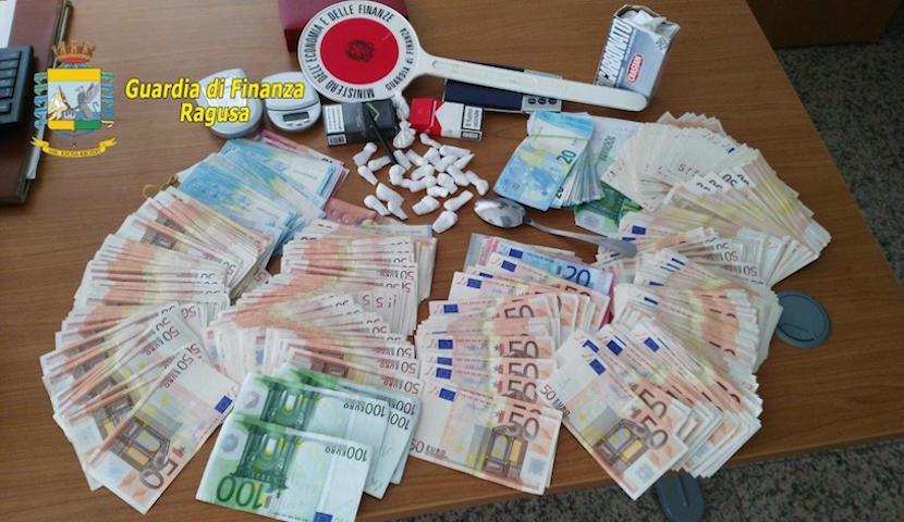 cocaina-e-soldi-830x480