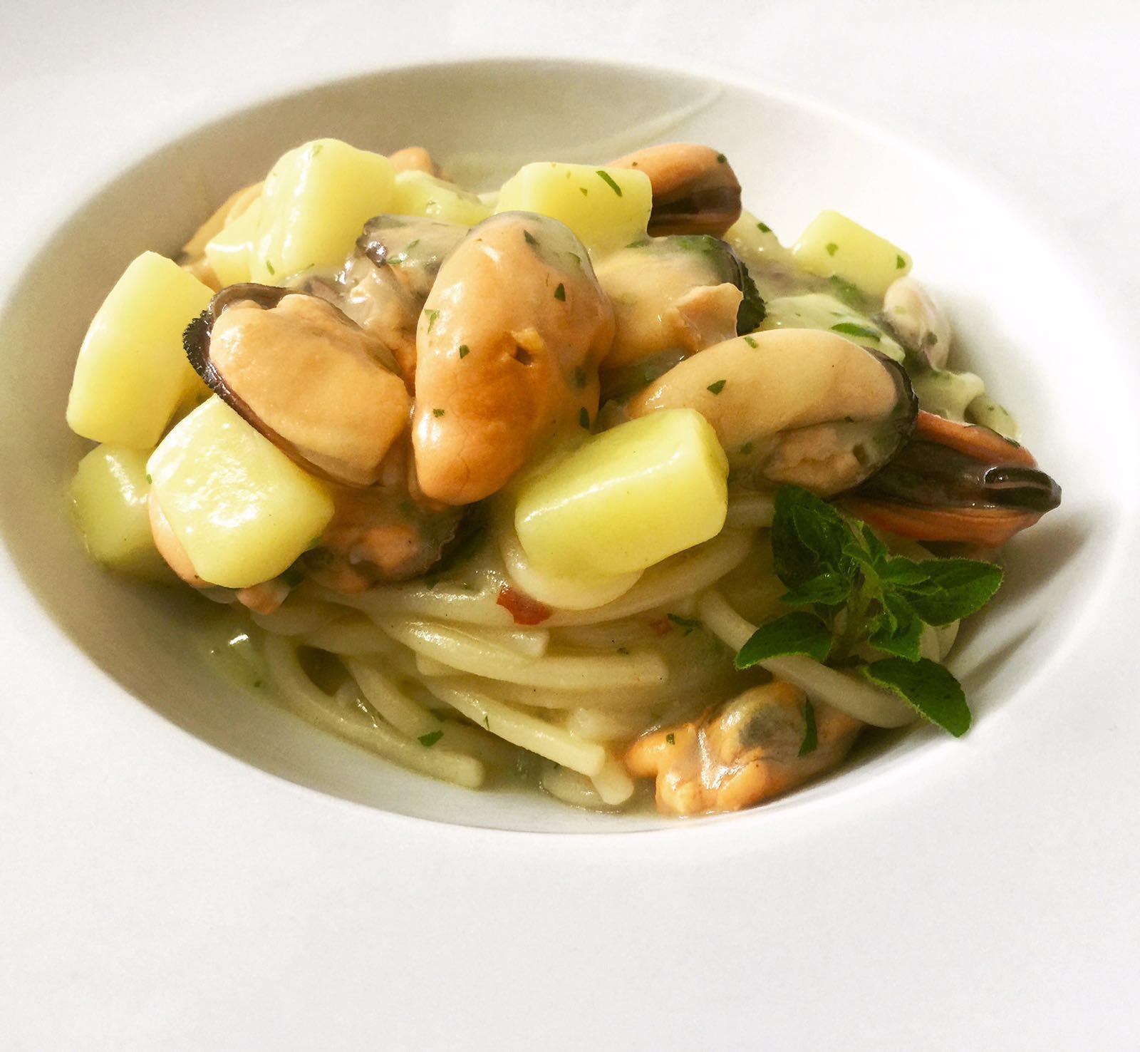 spaghetti-cozze-e-patate