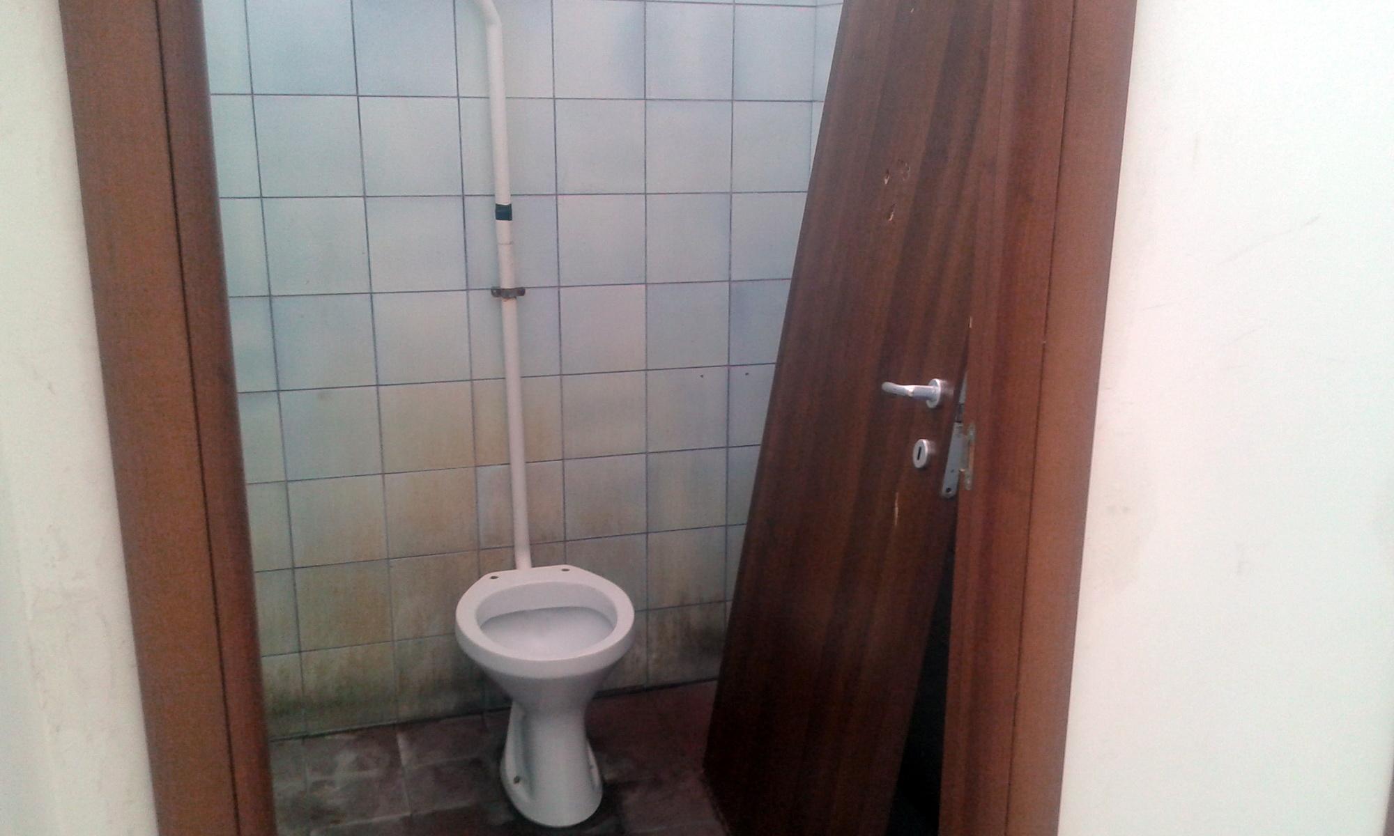 Emejing porte bagni pubblici contemporary idee - Porte per bagni pubblici ...