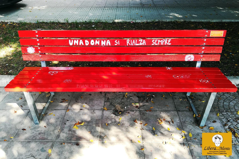 simbolo della lotta alla violenza sulle donne ripristinata la panchina rossa santa croce web santa croce web