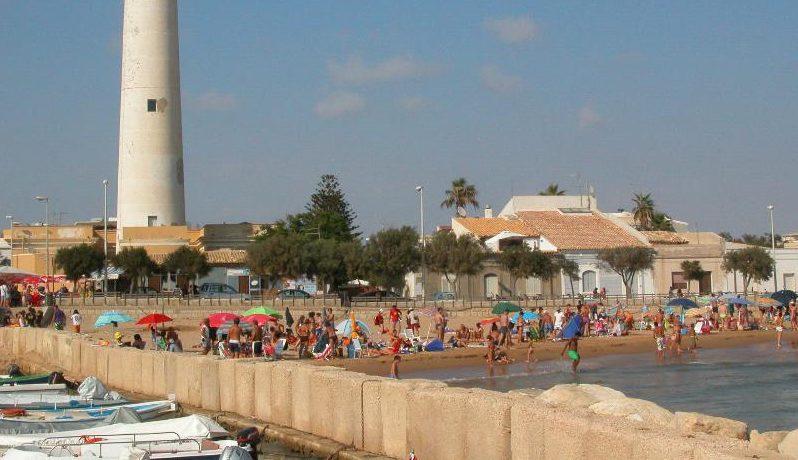 Spiagge, bambini e distanziamento: Punta Secca e la fatica delle regole