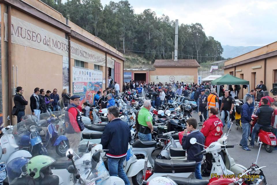 """Trasferta su due ruote a Termini Imerese: """"Santa Croce in moto"""" in visita al museo della Targa Florio"""