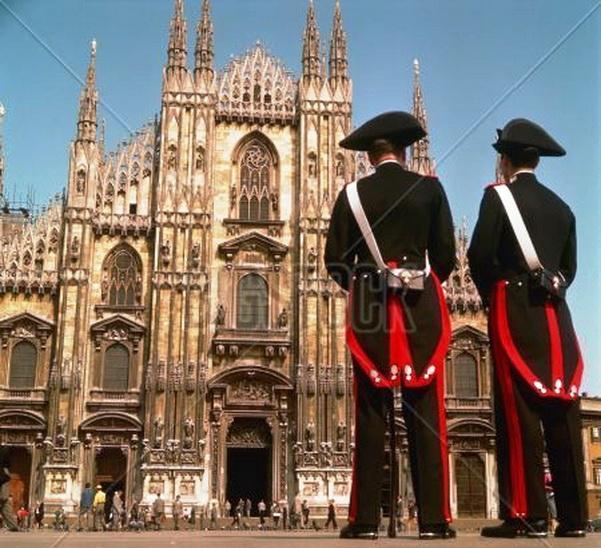 Ragusa, una ragazza di 13 anni salta la scuola e sparisce! Ritrovata da sola in piazza Duomo a Milano