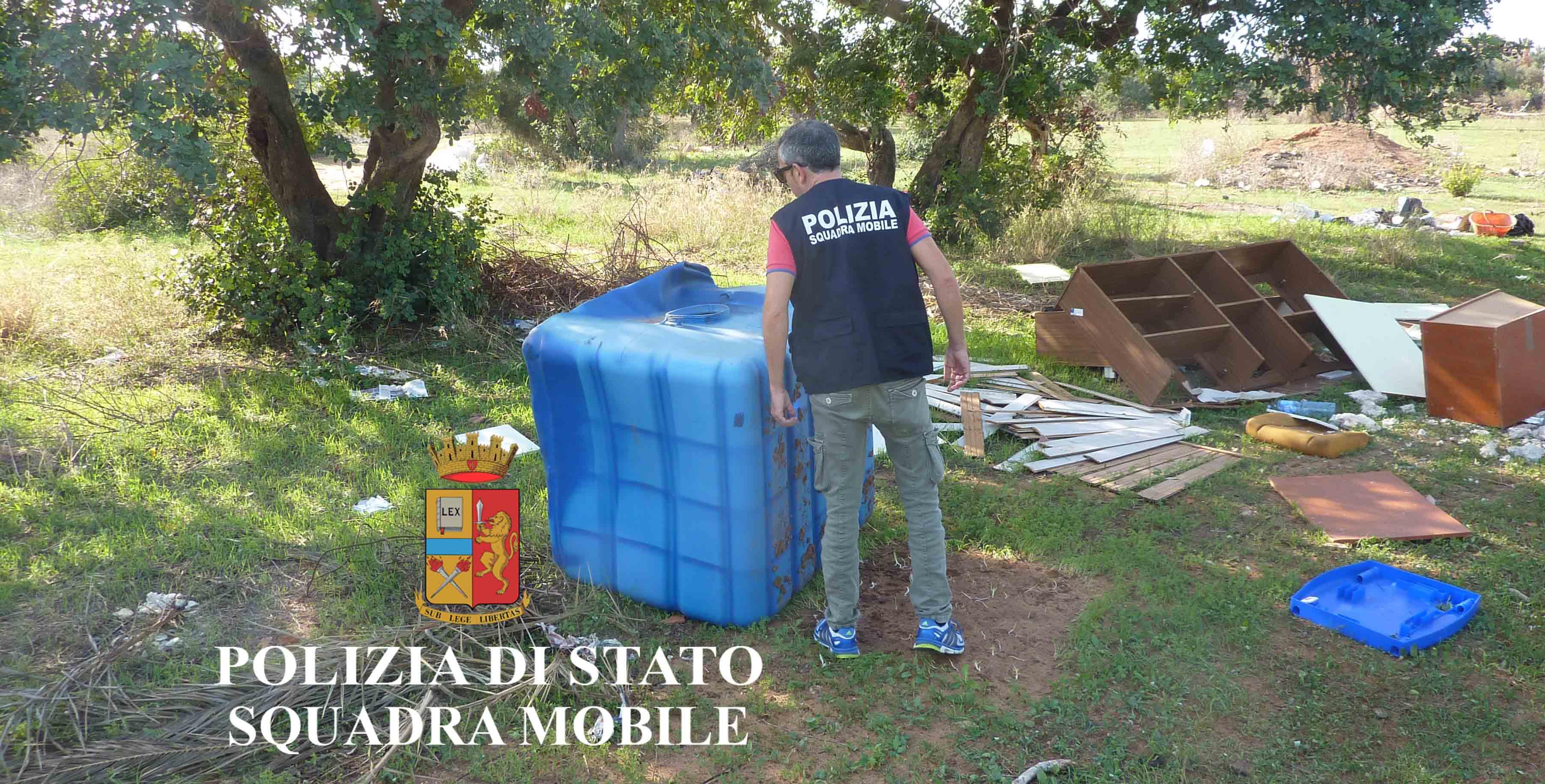 La Polizia scopre una discarica a cielo aperto fra i comuni di Ragusa e Santa Croce: scatta una denuncia