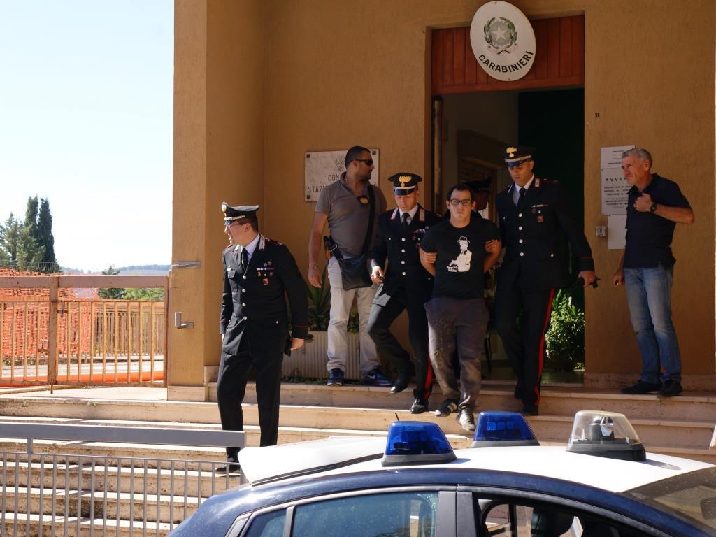 Monterosso, arrestati tre uomini dopo inseguimento: avevano rapinato una banca per 10mila euro