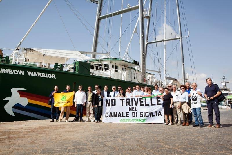 Santa Croce manifesta contro le trivelle nel Canale di Sicilia: e gli attivisti di Greenpeace…