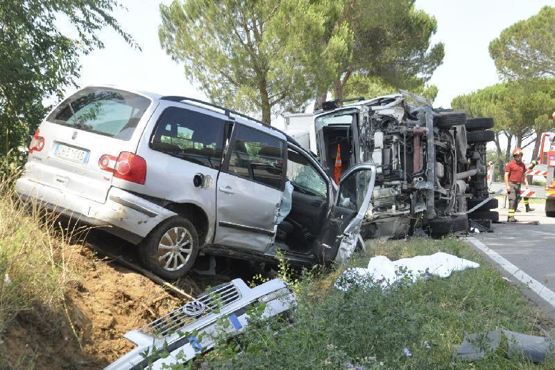 Terribile scontro automobilistico tra fratelli sulla Ragusa-Catania: muore il maggiore, l'altro è illeso