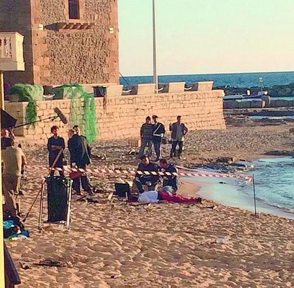 Punta Secca si trasforma in set cinematografico: tanti curiosi per le riprese del giovane Montalbano