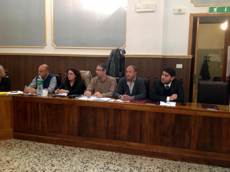 La Mediale riceve solo su appuntamento: l'opposizione interroga il sindaco