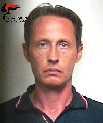 Vittoria, arrestato un uomo: aveva due pistole e un coltello in macchina