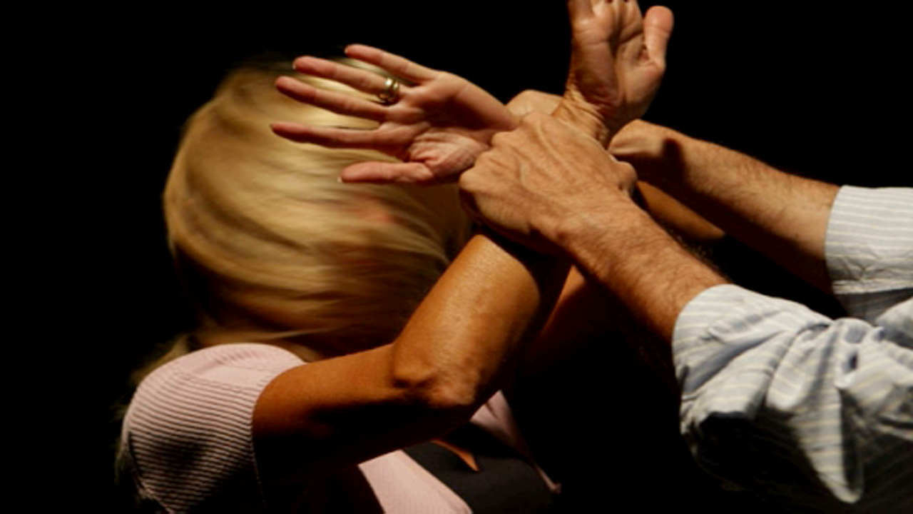 Pozzallo – Aggredisce la ex moglie e la figlia, arrestato 56enne per maltrattamenti in famiglia