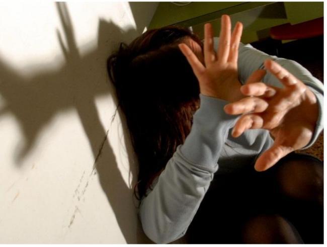 Aggredisce la convivente e sua figlia: uomo di 34 anni arrestato a Ragusa