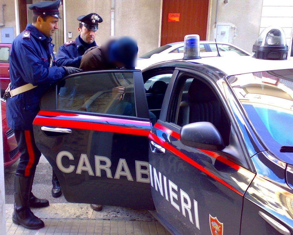 Smantellata rete di spacciatori, 5 arresti: 4 kg di hashish a Punta Secca