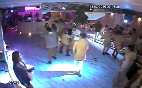 Tentò di rubargli l'auto e picchiò un ragazzo in discoteca: arrestato 19enne