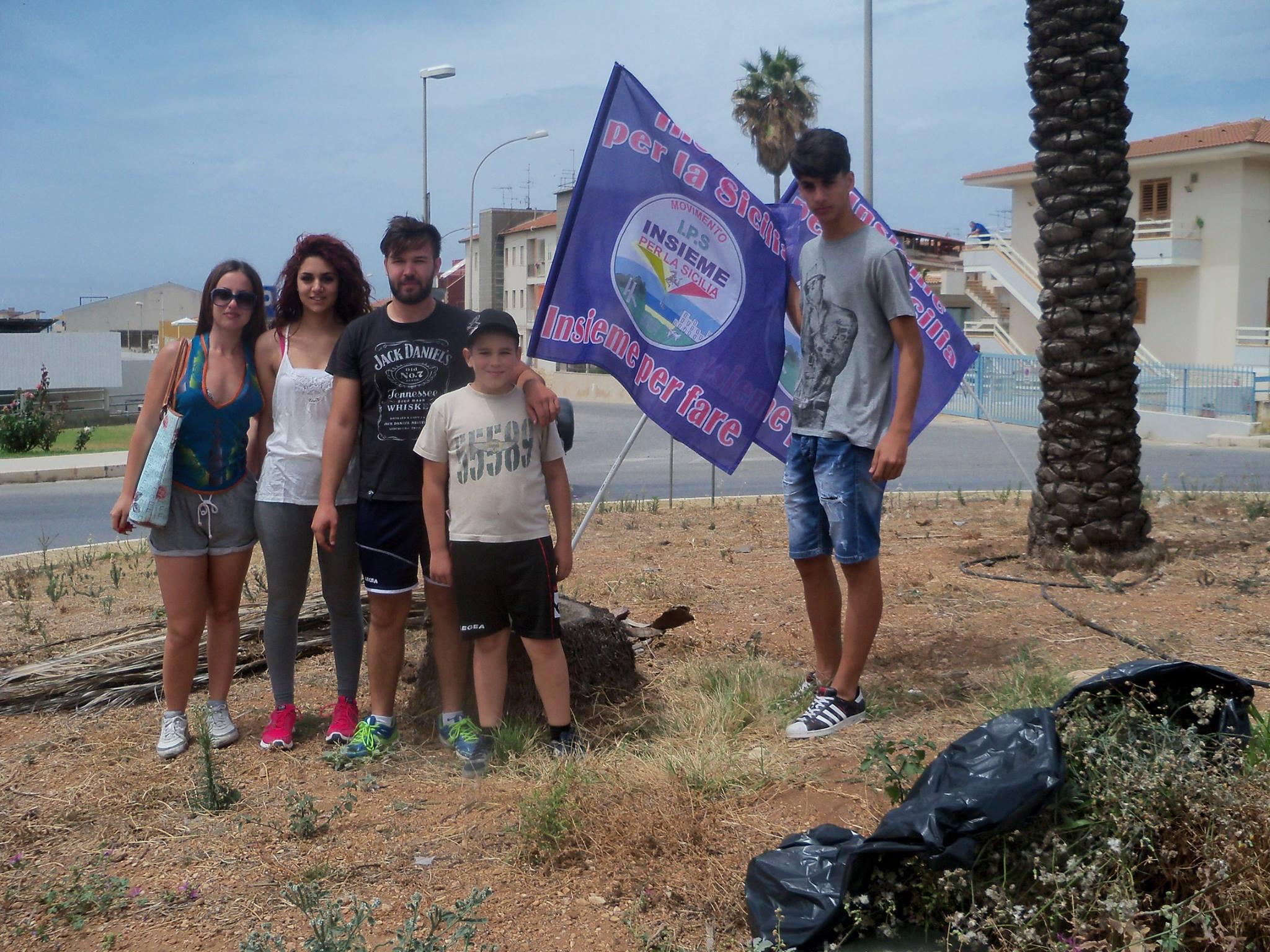 """I giovani di """"Insieme per la Sicilia"""" ripuliscono le aree verdi di Marina"""