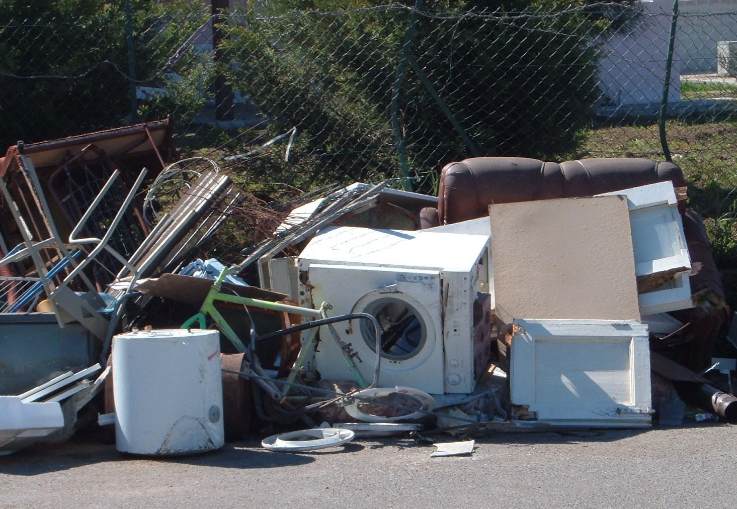 """Abbandono rifiuti, monito di Fare Ambiente: """"Serve più senso civico"""""""