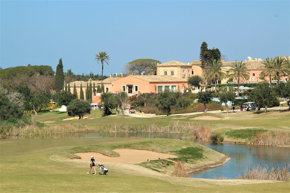Il resort del golf chiude i battenti (per ora): 45 lavoratori col futuro in bilico