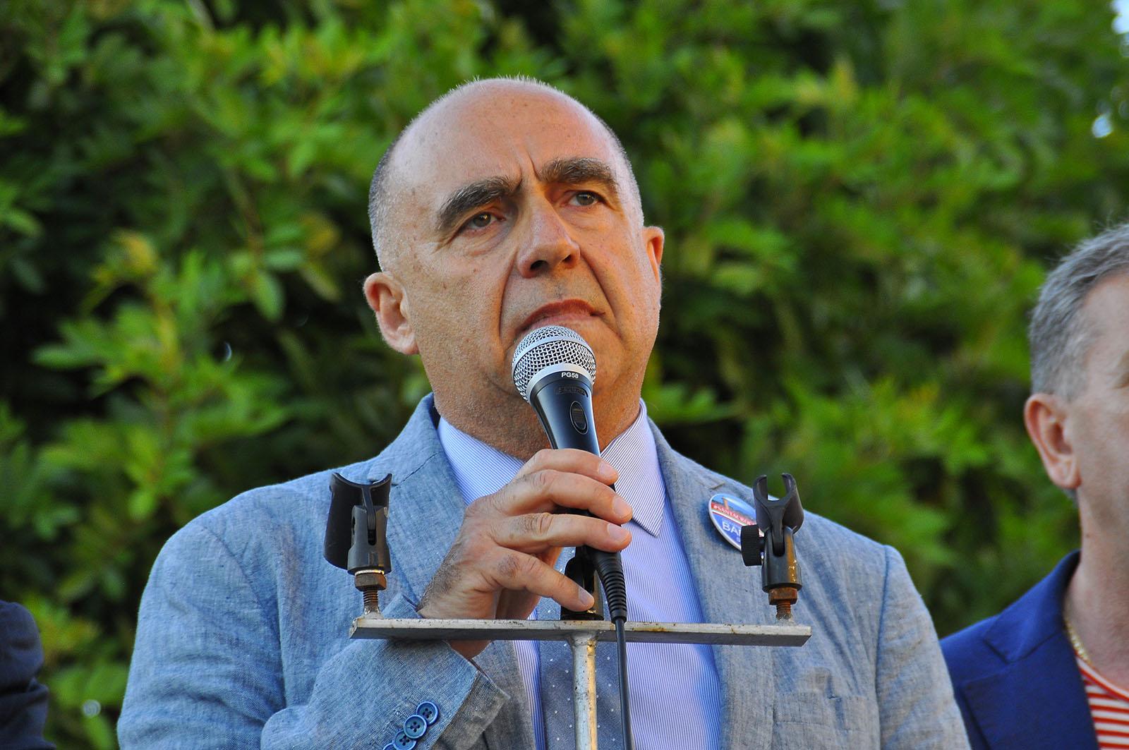 """La chiusura di Barone in piazza: """"Amore e rispetto per tornare vivi"""" VIDEO"""
