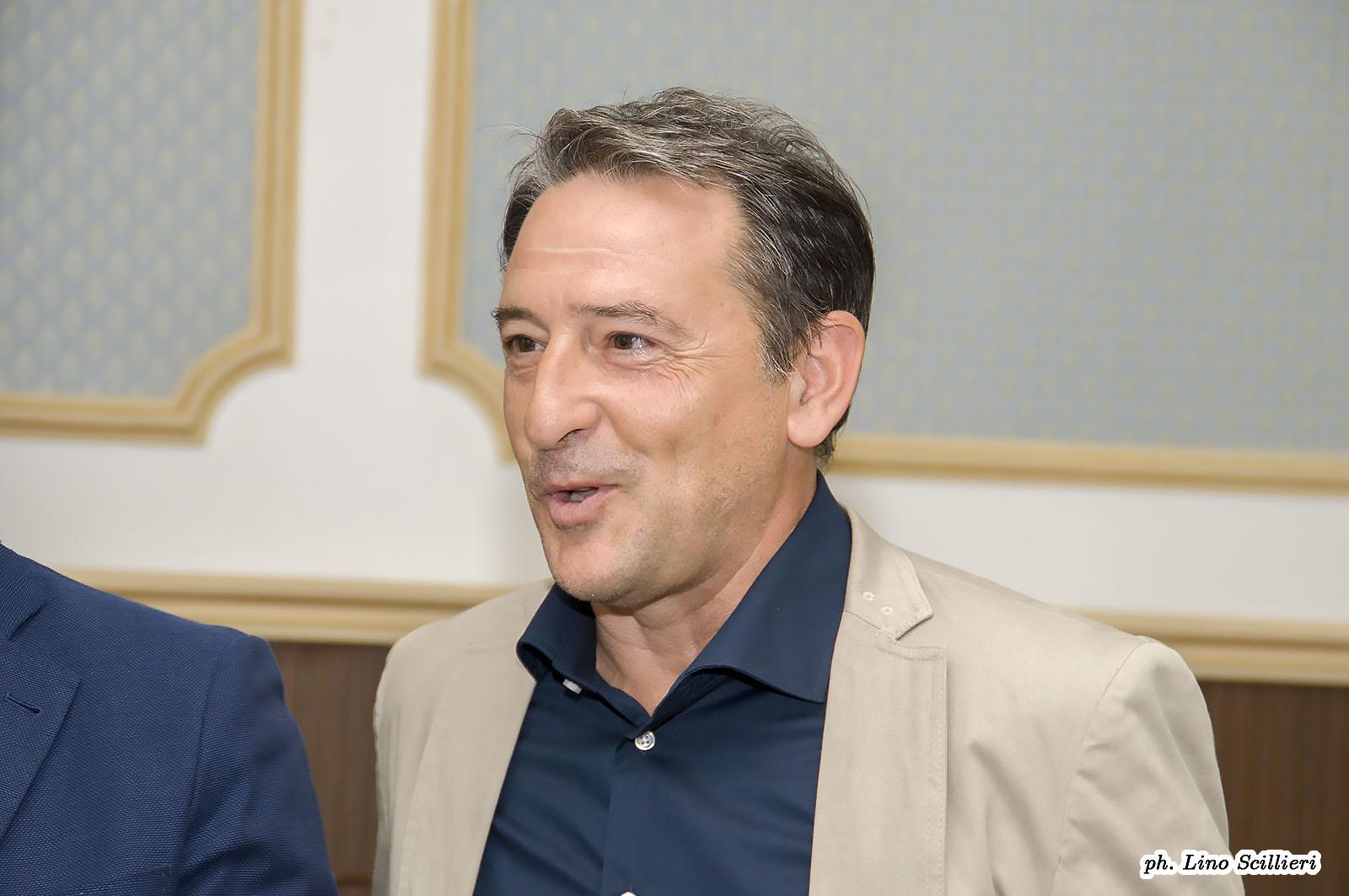 """Frasca invita il sindaco in piazza: """"Disposto a un confronto con lui"""""""