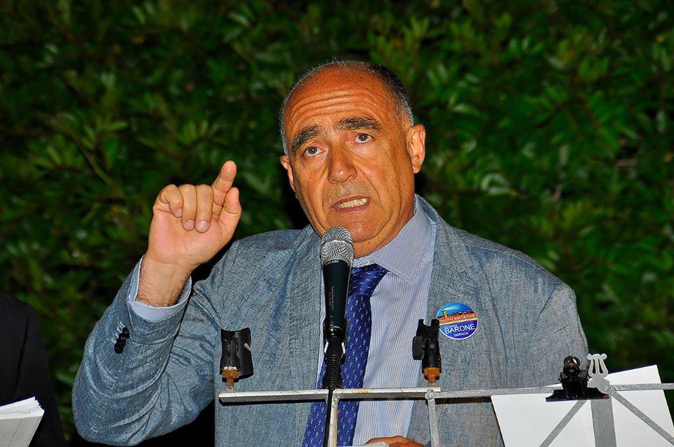 """La satira, i """"tre"""" voti e l'identità santacruciara: ritratto del nuovo sindaco"""