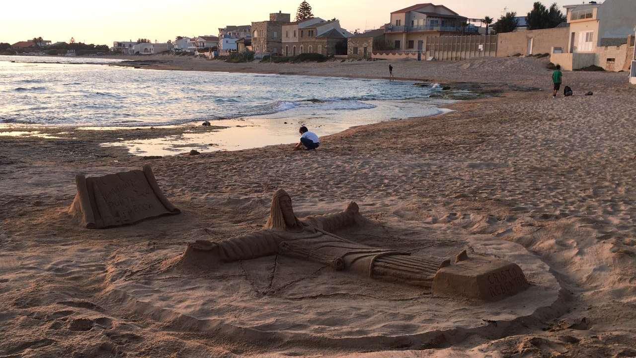 Da Rio a P.Secca: la scultura del Cristo Redentore sulla spiaggia di Montalbano
