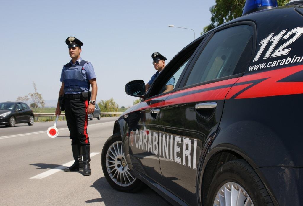 Alza il gomito, provoca incidente e insulta i carabinieri: arrestato 30enne