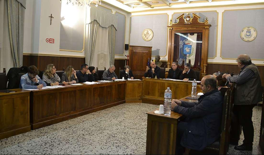 Riecco il Consiglio comunale: stasera alle 18.30 si parla ancora di Consulte