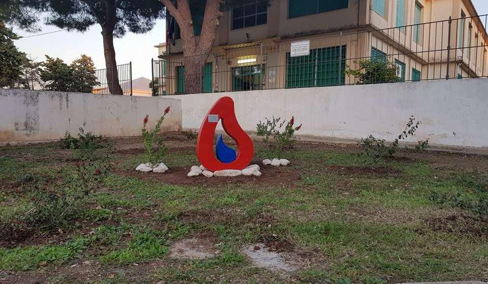 Festa dell'Albero: due carrubi fuori da scuola, iniziativa di Fare Ambiente