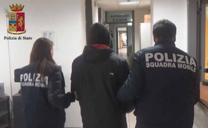 Ragusa, mediatore culturale picchia e violenta una donna: arrestato