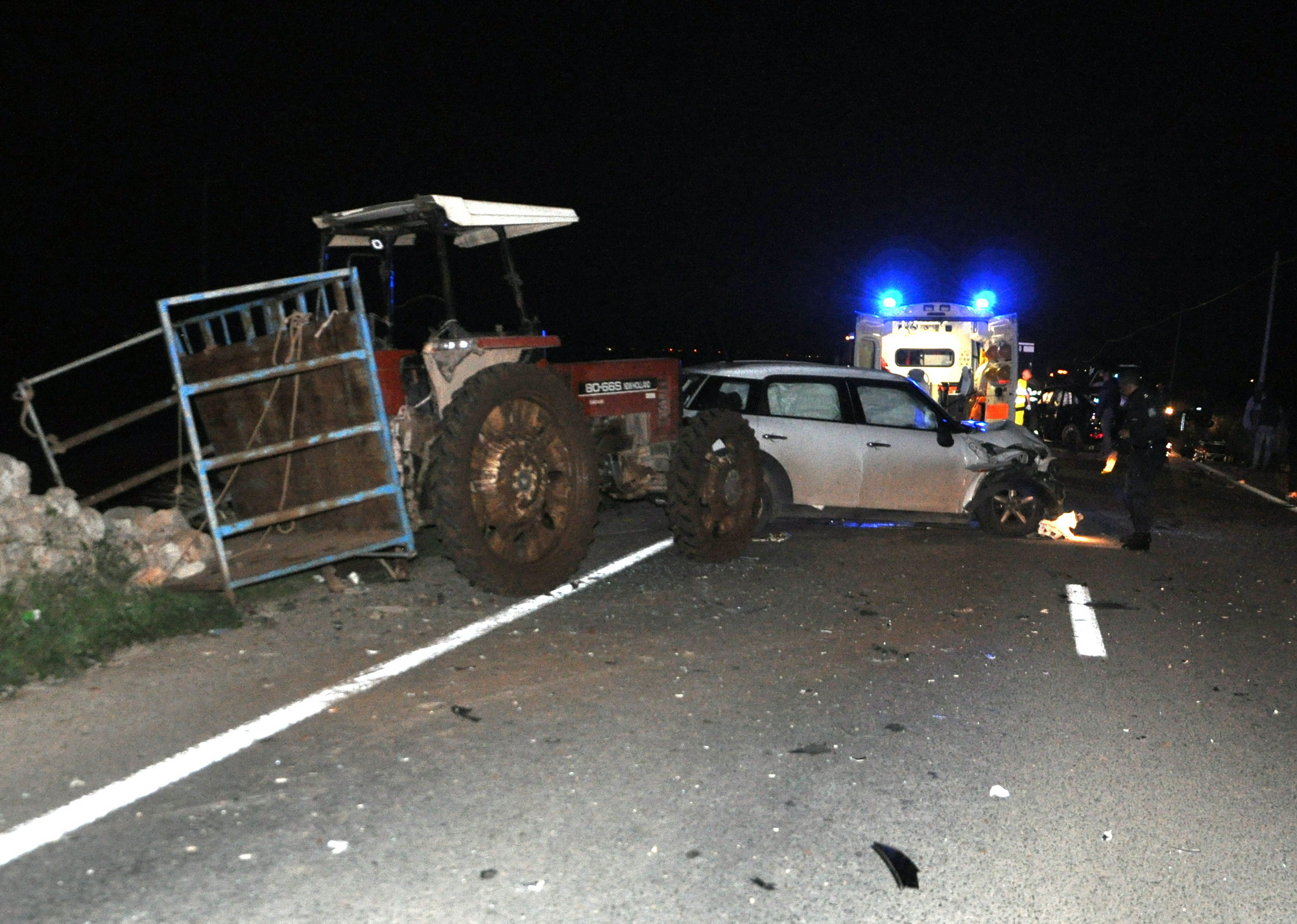 Grave incidente sulla Comiso-S.Croce: scontro al bivio, tre feriti in ospedale