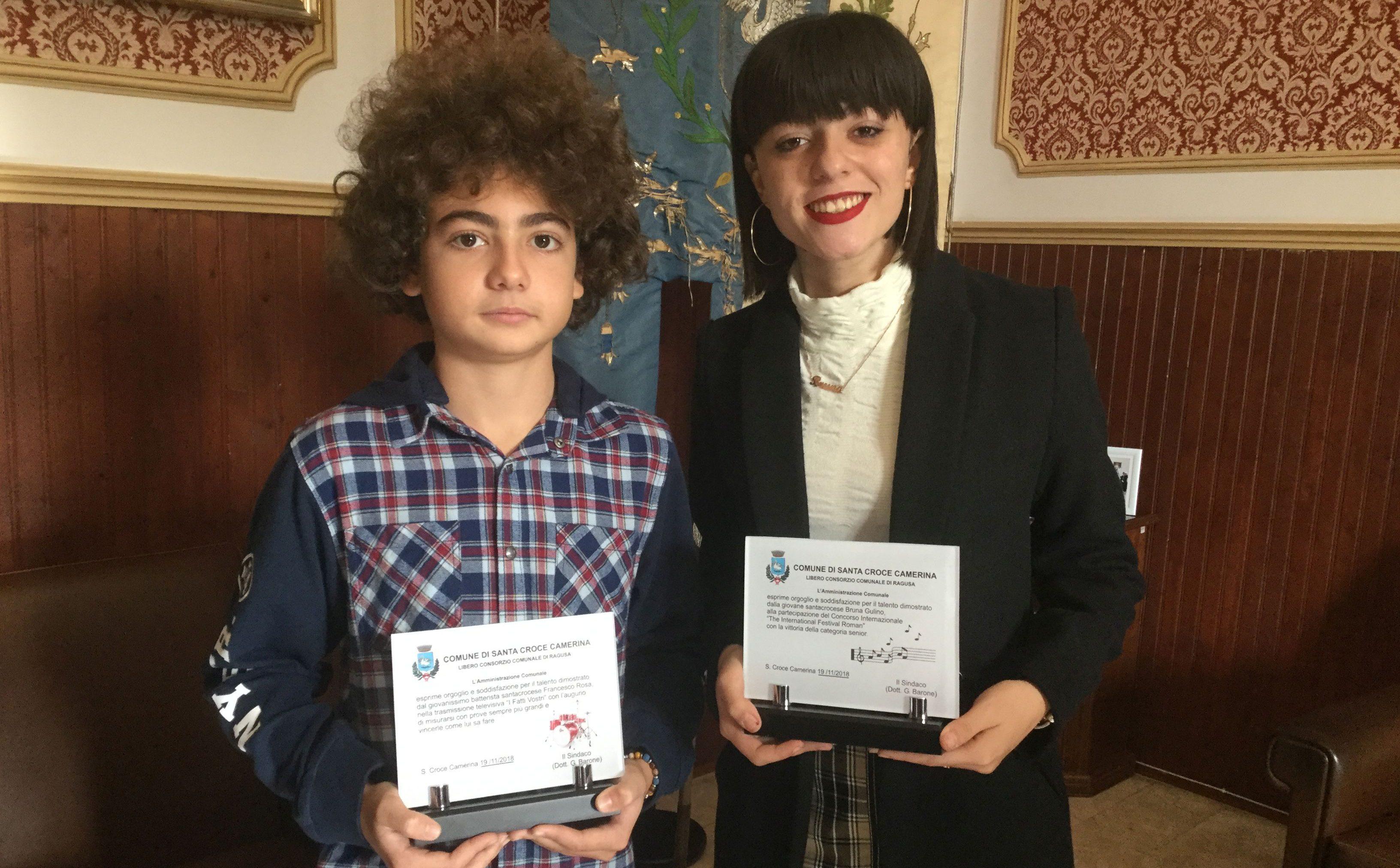 Francesco e Bruna, il futuro vi sorride: premiati in Comune dal sindaco VIDEO