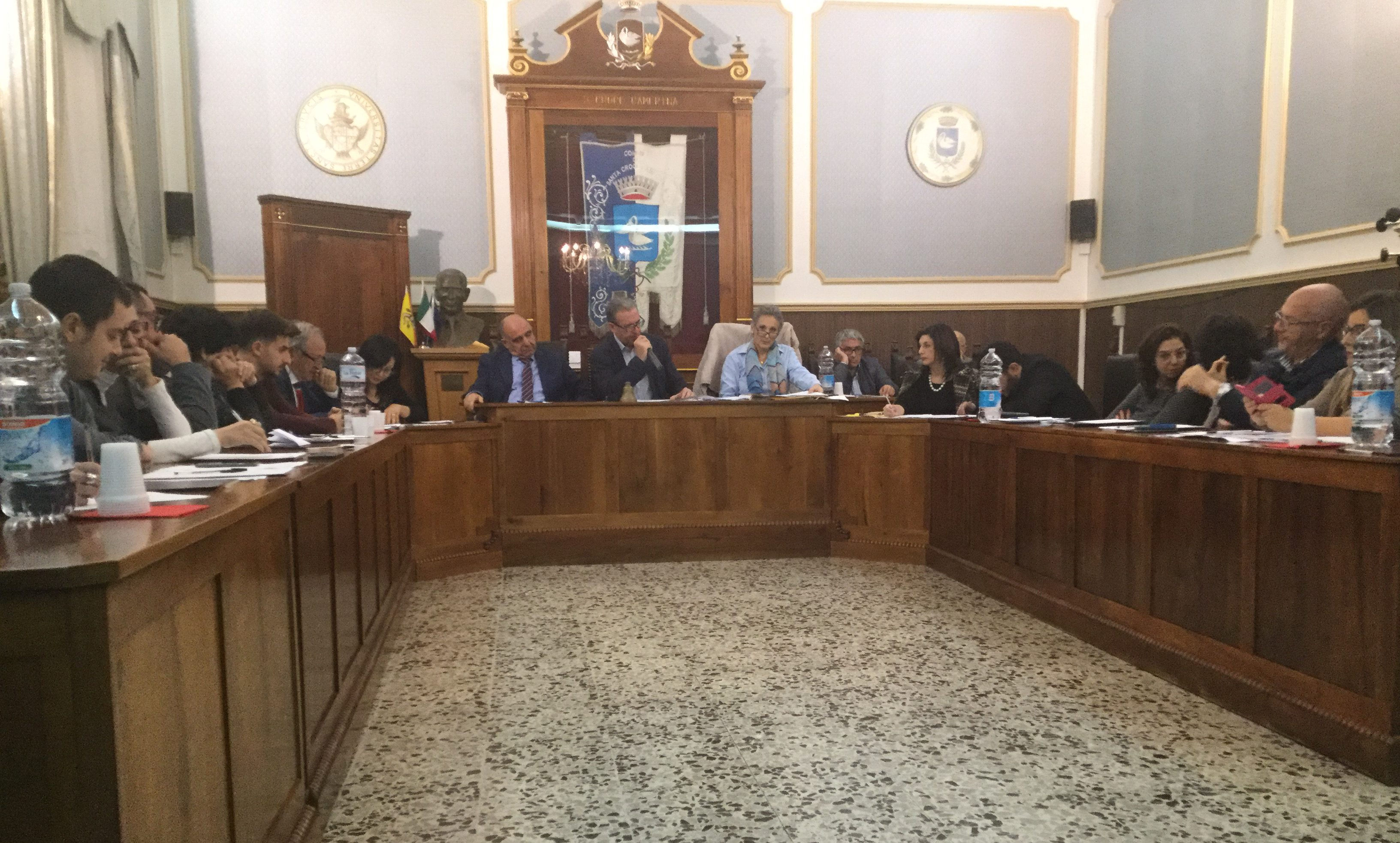 Il Consiglio litiga, la maggioranza traballa: passa il progetto sull'illuminazione