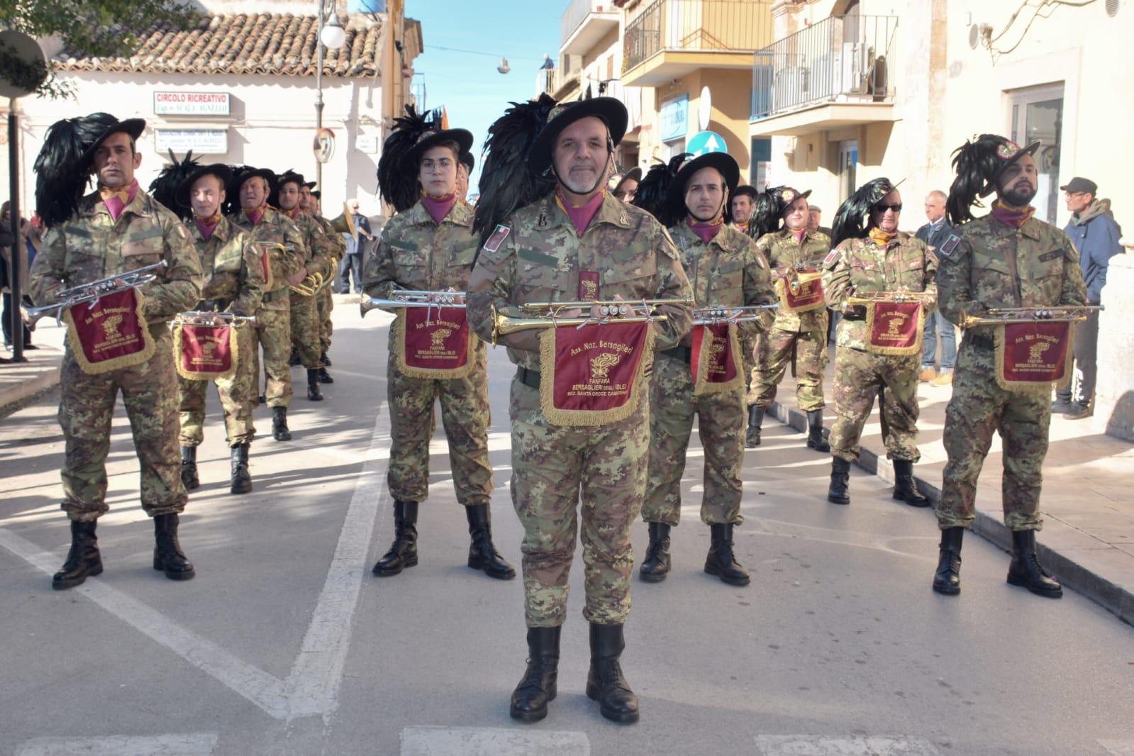I nostri bersaglieri a Marina di Ragusa: sfilata ed esibizione al lungomare Doria