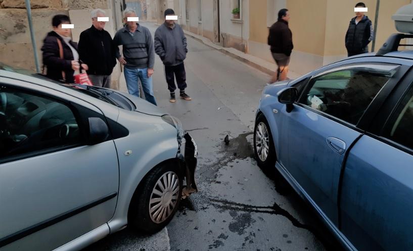 L'incrocio che non dà scampo: incidente fra via Castel S.Elena e via Camerina