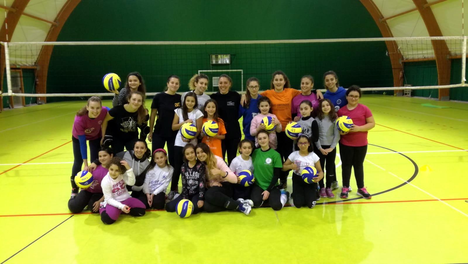 Volley, la Libertas riunisce grandi e piccine: la prima squadra con le Under 12