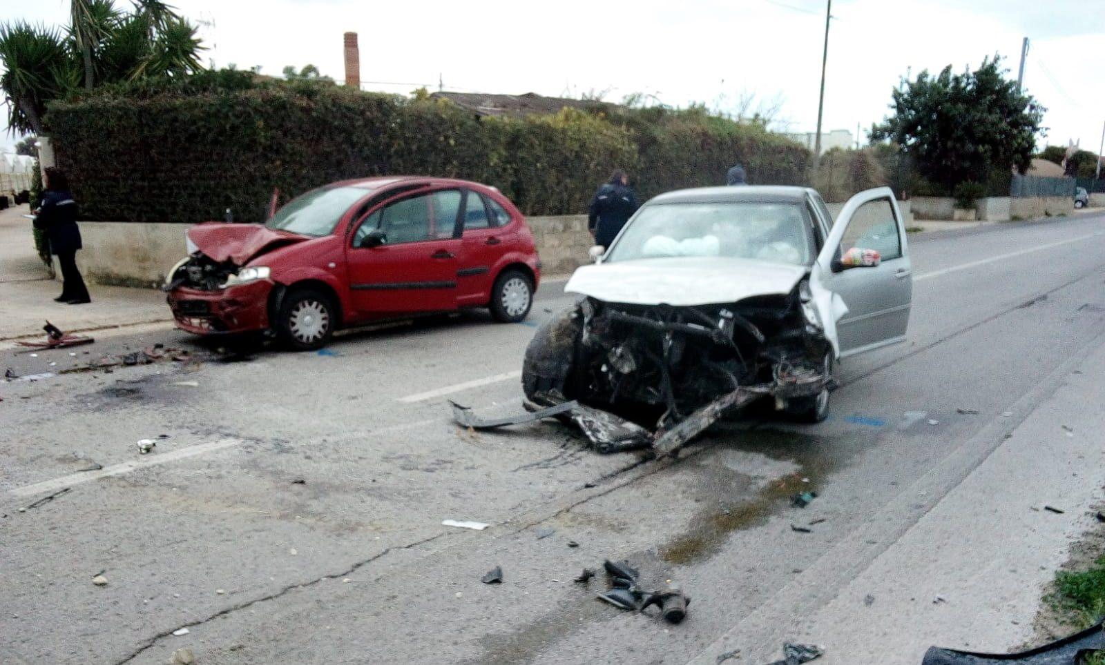 Schianto sulla Santa Croce-Punta Secca: carambola fra auto, 3 feriti
