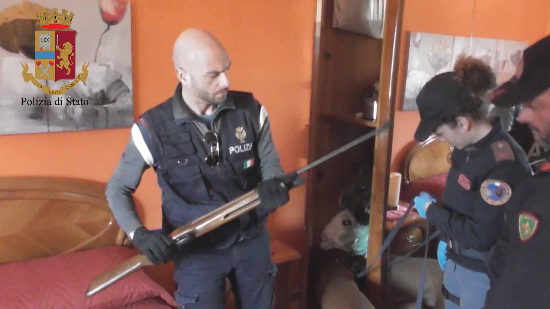 Vittoria – Un pregiudicato col fucile rubato in frigorifero: arrestato dalla Polizia