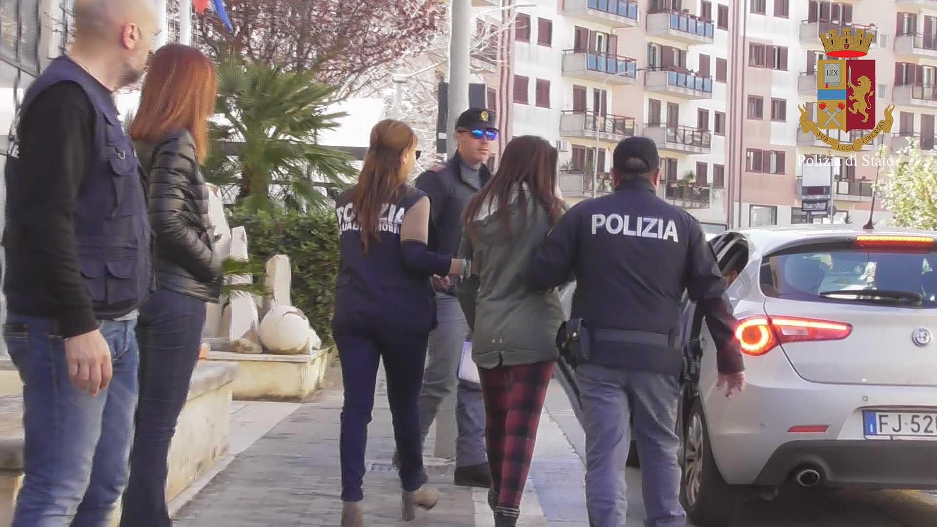 Ragusa, furto in gioielleria da 6 mila euro: polizia a casa dei tre ricercati