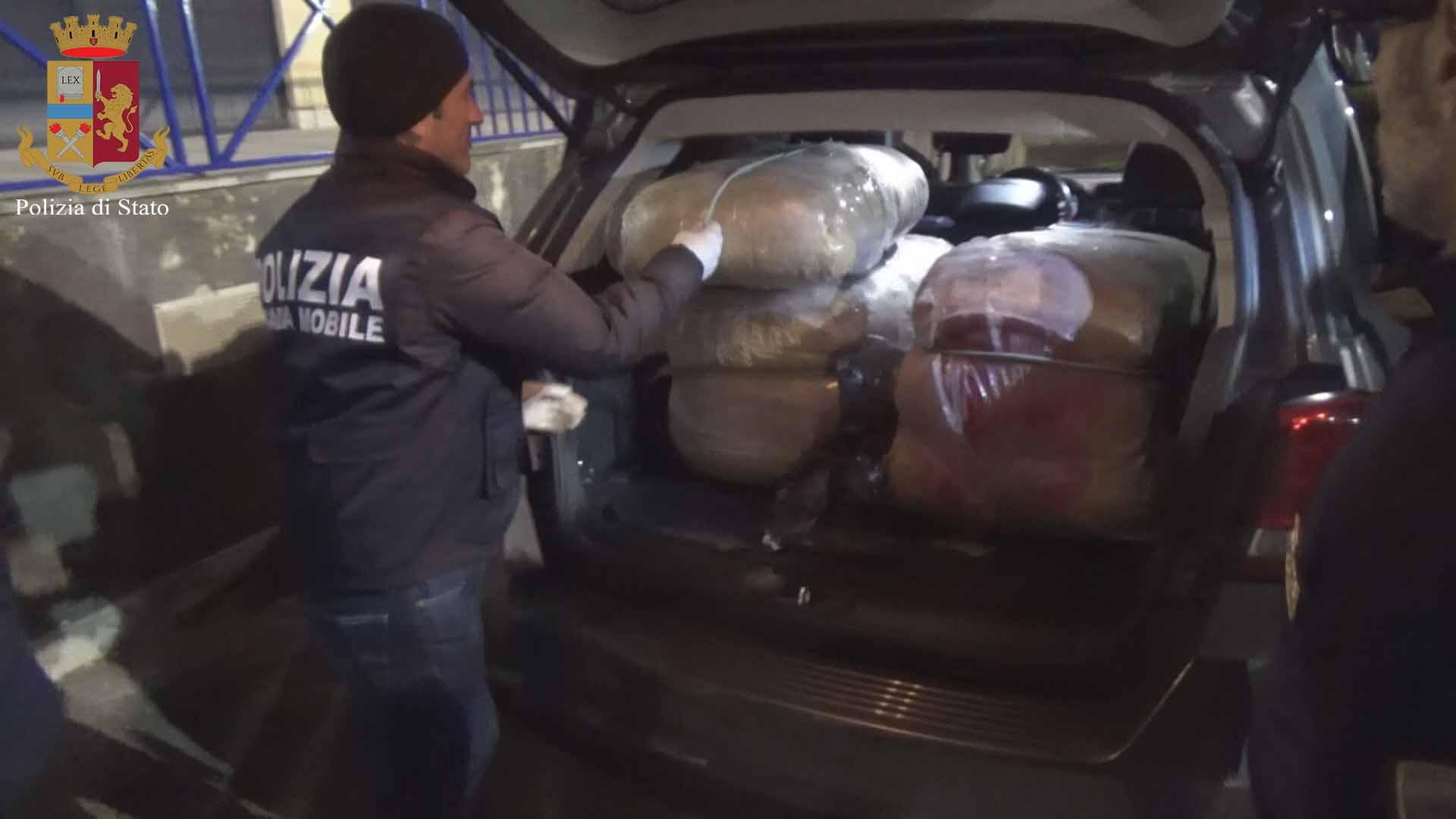 Ragusa, 76 kg di droga nel baule dell'auto: arrestato un vittoriese