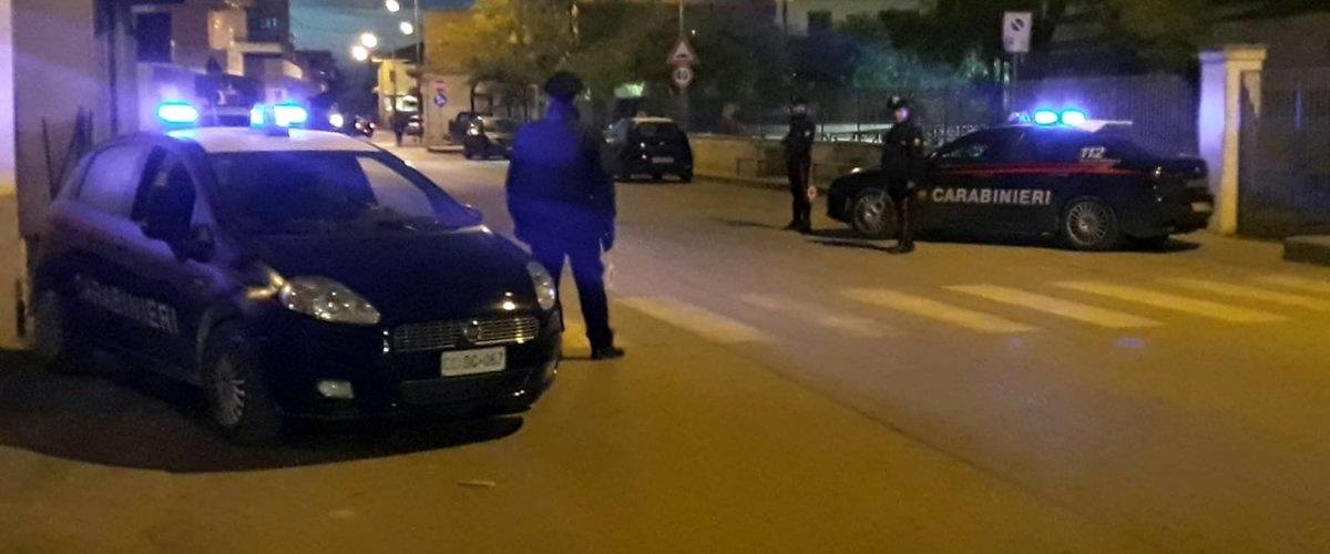 Tentano la spaccata al supermercato: messi in fuga dai carabinieri