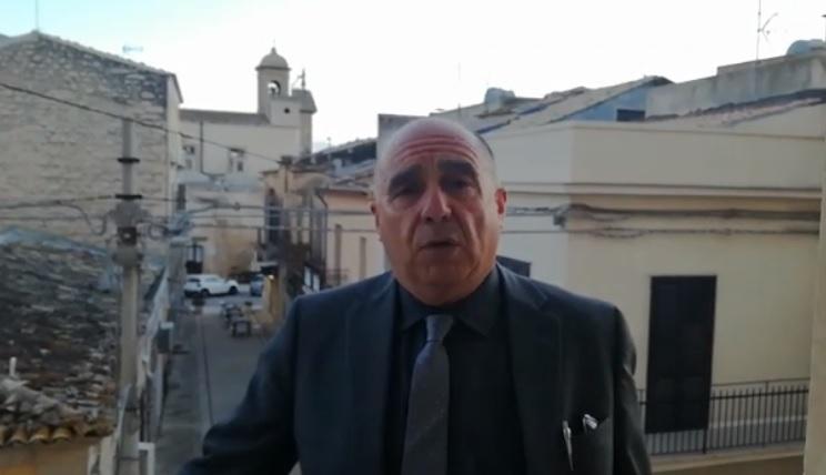 """Il sindaco esulta dal balcone: """"Approvato schema di massima Prg"""""""