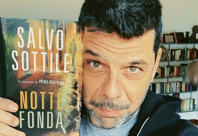 """Salvo Sottile a Punta Secca: sabato la presentazione di """"Notte Fonda"""""""