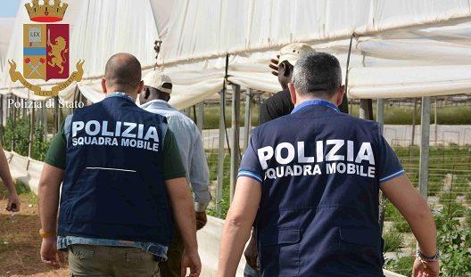 Migranti pagati tre euro l'ora: a Vittoria due denunce per caporalato