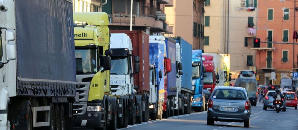 I camion dal Nord tornano vuoti: aria di crisi per gli autotrasportatori