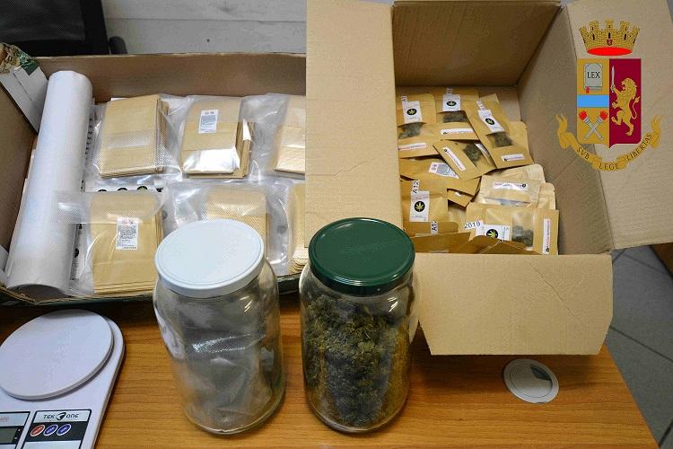 Vittoria – Sanzione per un assembramento e visita alla bottega: sequestrati 160 grammi di marijuana