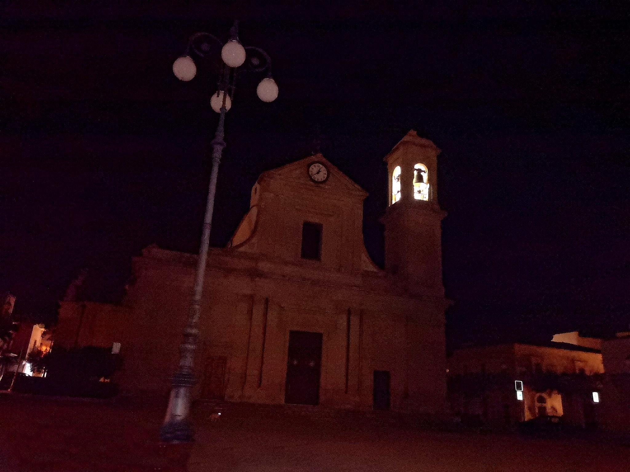 Cartoline da S.Croce: Piazza Vittorio Emanuele al buio da tre notti