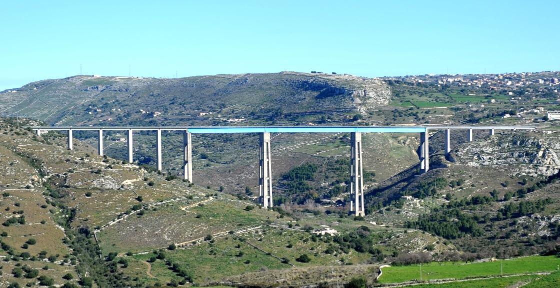 Modica – Tenta il suicidio dal ponte Gurrieri, salvato dai Carabinieri