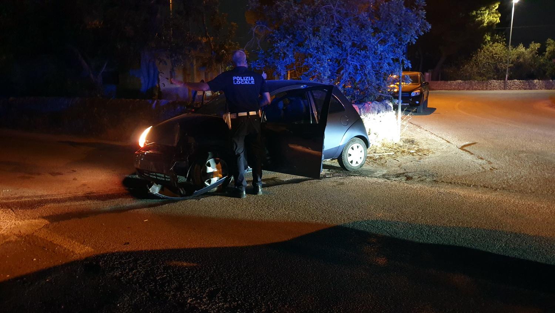 Due auto si schiantano contro i pali della luce sulla S.Croce-P.Secca