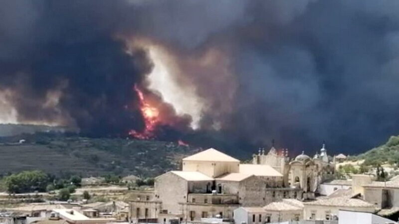 Incendio a Calaforno, distrutto il parco forestale fino a Giarratana