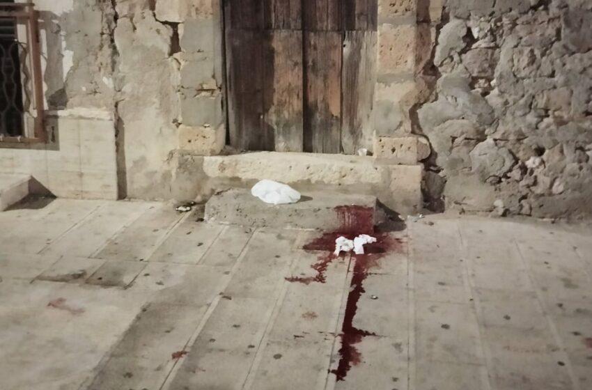 Riecco il Far west: rissa e scia di sangue nella centralissima via Caucana
